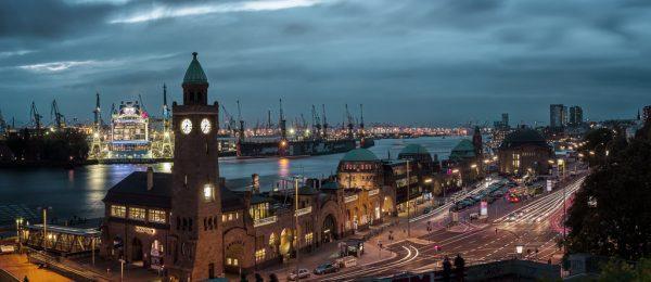 Hamburg - Hafen - Landungsbrücken